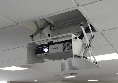 Projektor lift i 60*60 loftplade